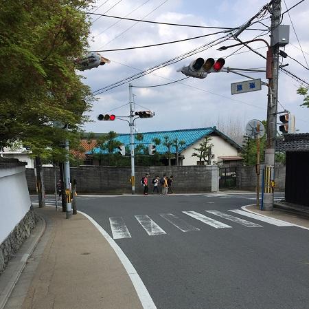 鷹峰信号。左は玄琢下、右は千本北大路へとつながる。