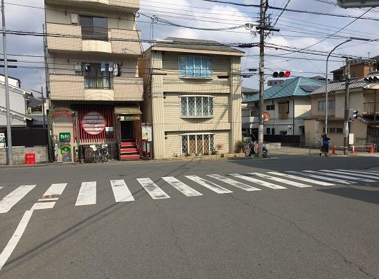 玄琢下信号。右(南)は北山通り。左(北)は上賀茂神社へと通じる。
