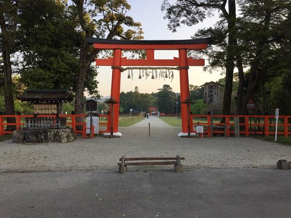 スタート地点の上賀茂神社正面、赤鳥居前。
