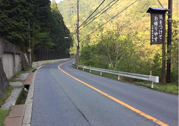大原から宝ヶ池へと向かう国道367号。ゆるやかな下り基調でスピードが出る。