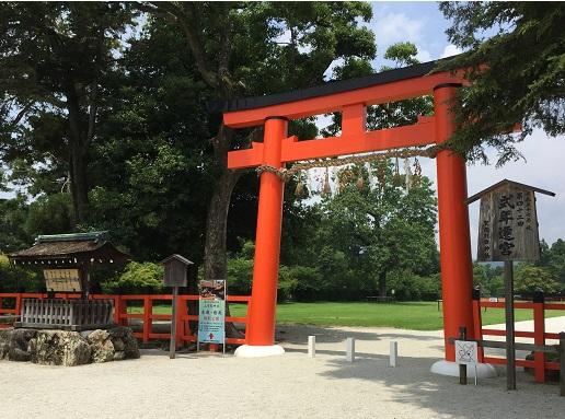 スタート地点の上賀茂神社正面の赤鳥居