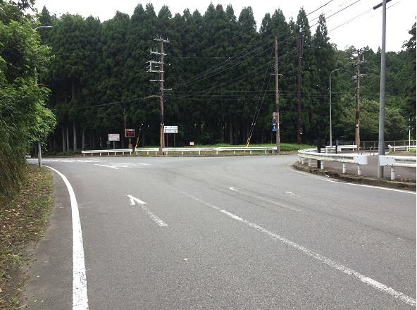 府道61号線と38号線の交差点。右へ曲がってクリーンセンター前を通過。