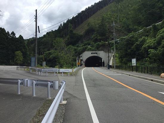 京北トンネル手前、左へ入って栗尾峠へ