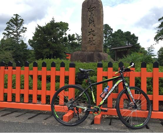 上賀茂神社前。正面の石碑。