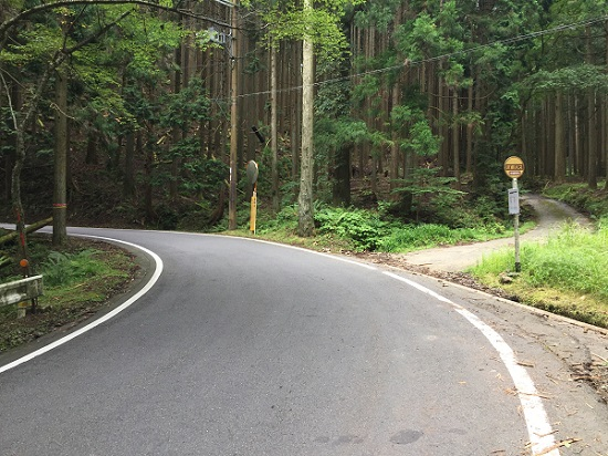 7km地点の旧道別れ。裏花背入り口。