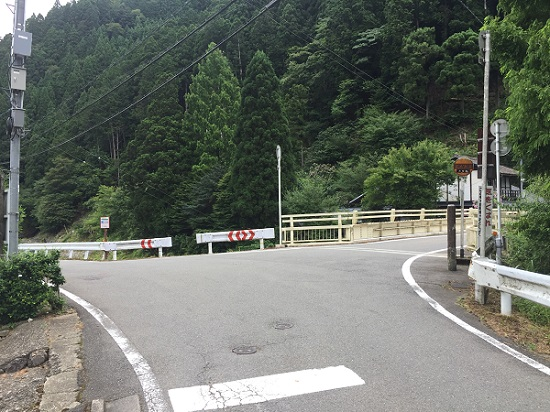 花背峠ウラ側スタート地点の白い橋