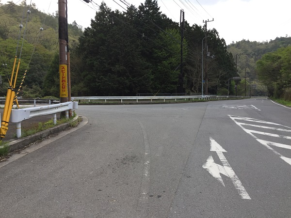 府道38号線との分岐点を右へ、鴨川沿いに進み上賀茂神社へ