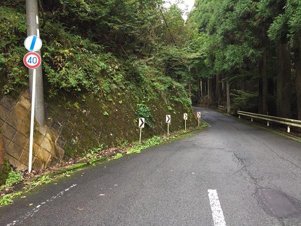 前ヶ畑峠3.5km地点で幅員減少