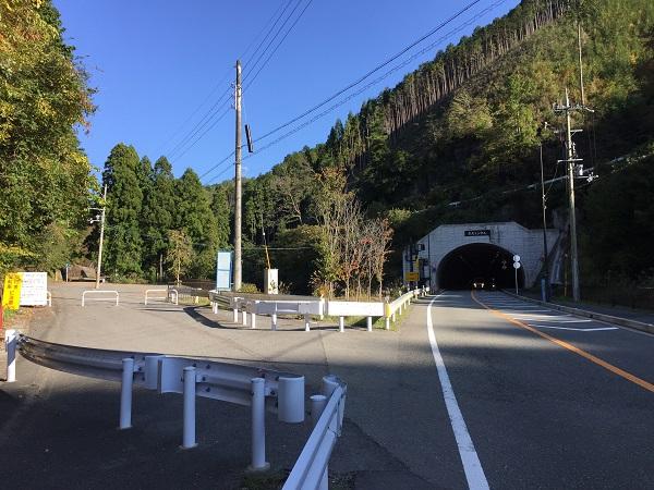 京北トンネル手前、栗尾峠入口