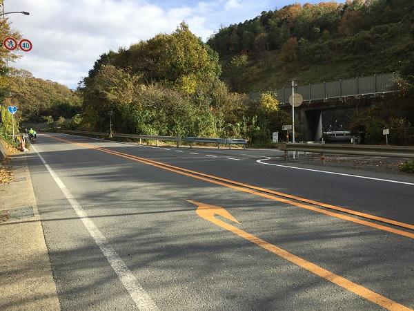 亀岡市側の旧老ノ坂峠入り口 反対車線